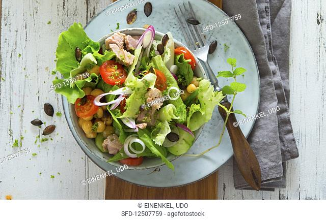 Tuna fish salad with chickpeas