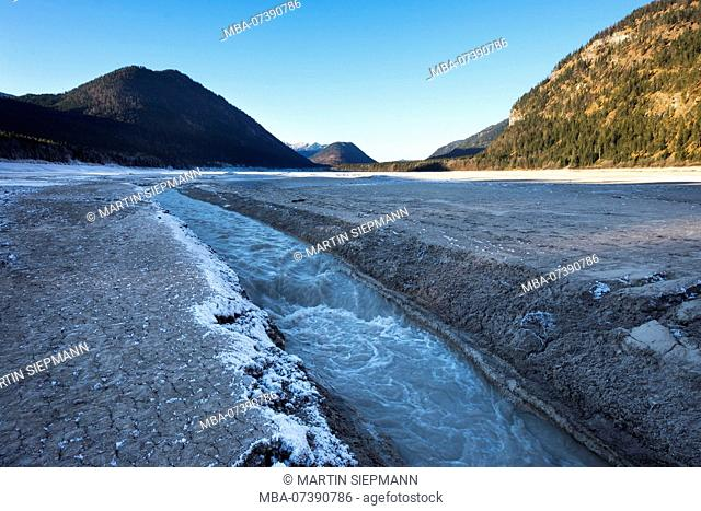 Isar in the basin of the drained Sylvensteinsee, Sylvensteinspeicher, Lenggries, Isarwinkel, Upper Bavaria, Bavaria, Germany