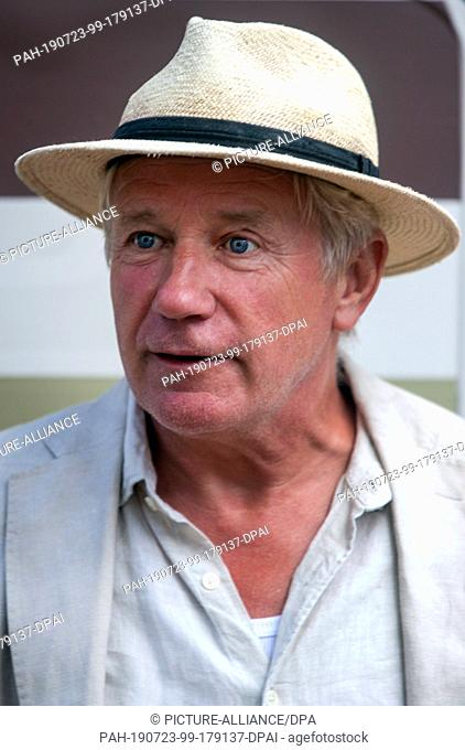"28 June 2019, Mecklenburg-Western Pomerania, Mirow: The actor Jörg Schüttauf stands in a shooting break for the four-part crime mini-series """"Die Toten von..."