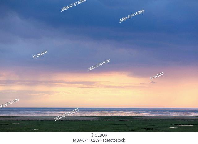 Germany, Schleswig-Holstein, Hallig Hooge, lighting on the horizon