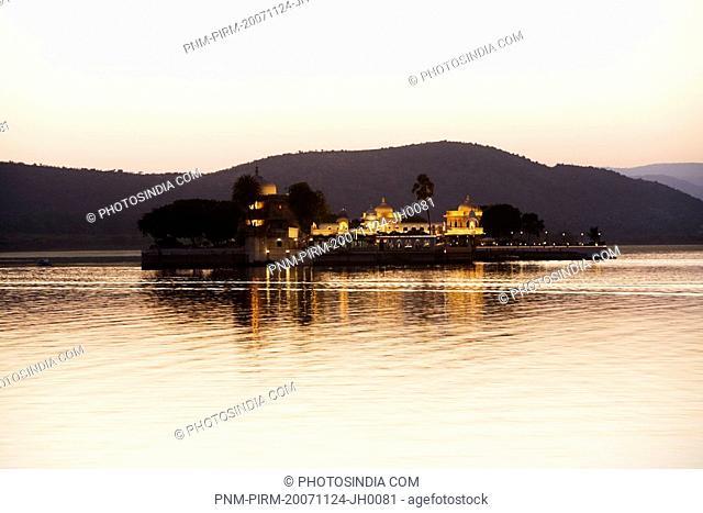 Hotel in a lake, Lake Palace, Lake Pichola, Udaipur, Rajasthan, India