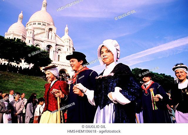 France, Paris, Vintage and grape gathering festival under the Sacre Coeur church