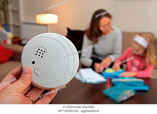 INSTALLATION OF A SMOKE DETECTOR, FIRE PREVENTION AND SAFETY IN AN APARTMENT