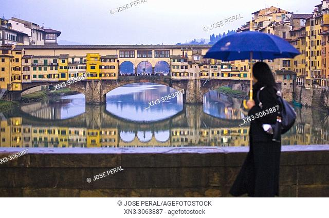 Ponte Vecchio, Old Bridge, from Ponte Santa Trinita, Arno River, Florence, Tuscany, Italy, Europe