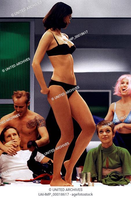 Nackt, (NACKT) D 2002, Regie: Doris Dörrie, BENNO FÜRMANN, JÜRGEN VOGEL, ALEXANDRA MARIA LARA, HEIKE MAKATSCH, NINA HOSS, Key: Striptease, Unterwäsche