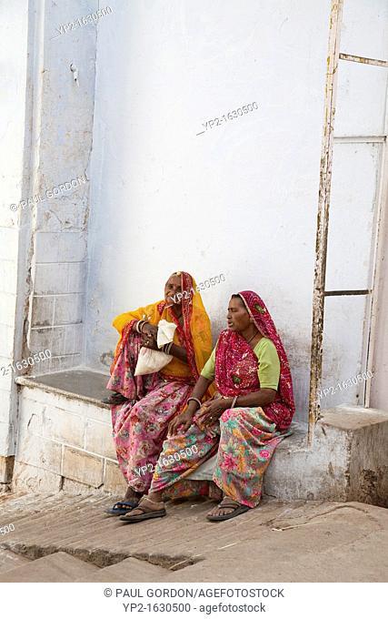 Two mature women in conversation, Pushkar - Rajasthan, India