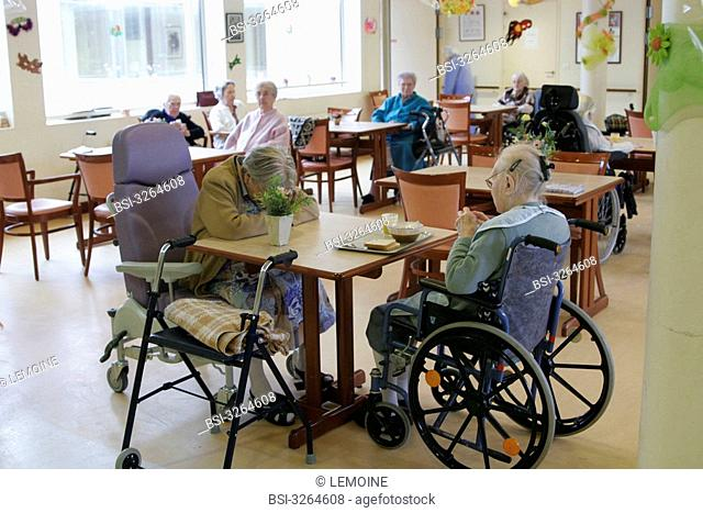 Photo essay in a Housing Institution for Dependent Elderly Persons. Meal in the common- room
