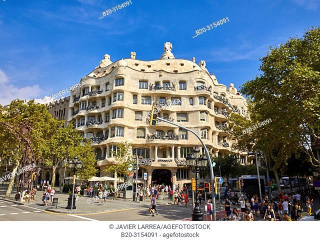 La Pedrera (Casa Milà), by the architect Antoni Gaudi, Passeig de Gràcia, Barcelona, Catalunya, Spain, Europe