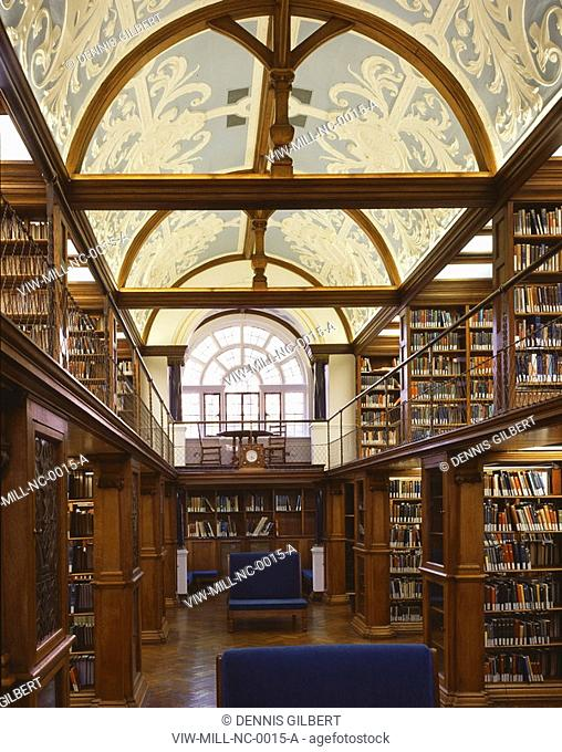 NEWNHAM COLLEGE LIBRARY, NEWNHAM COLLEGE, CAMBRIDGE, CAMBRIDGESHIRE, UK, JOHN MILLER & PARTNERS, INTERIOR, GRADE 11* LISTED LIBRARY DESIGNED BY BASIL CHAMPNEYS