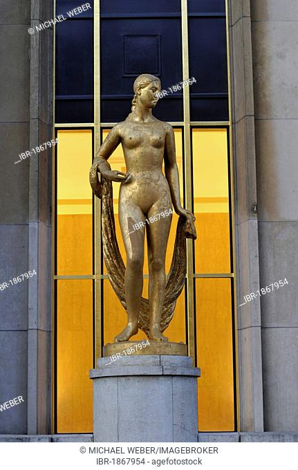 Golden statue, Museum Palais de Chaillot, Trocadéro, Paris, France, Europe