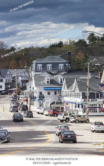 USA, New England, New Hampshire, Lakes Region, Wolfeboro, downtown traffic