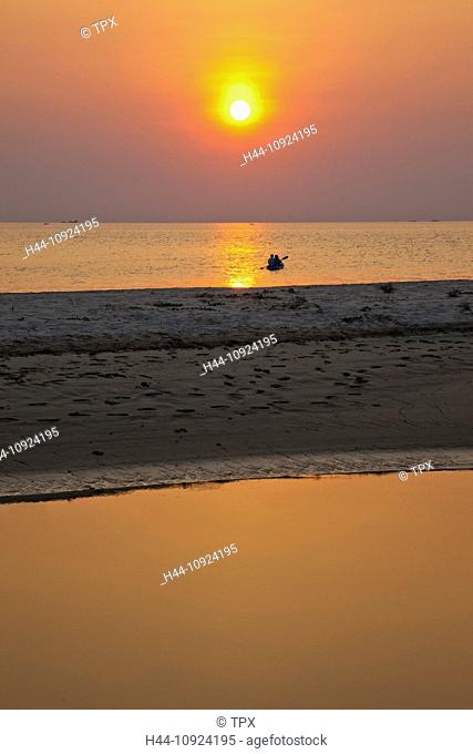 Asia, Thailand, Trat Province, Koh Chang, Ko Chang, Klong Prao Beach, Beach, Beaches, Tropical Beach, Sea, Sand, Paradise, Sunset, Couple, Couples, Canoe