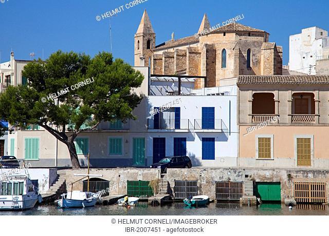 Fishermen's houses with boathouses underneath, church, harbour, Porto Colom, Felanitx, Majorca, Balearic islands, Spain, Mediterranean Sea, Europe