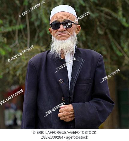 Old Uyghur Bearded Man with sunglasses, Keriya, Xinjiang Uyghur Autonomous Region, China