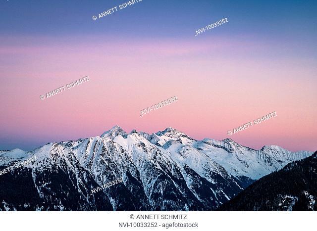 View into the Untertal from Hochwurzen at sunset, view of Hochwildstelle (2747 m), Schladminger Tauern, Styria, Austria