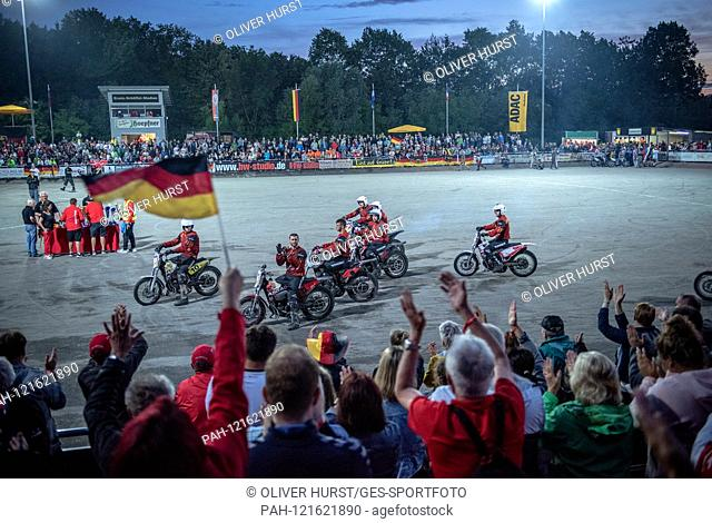 The German team thanks the fans, after the game. GES / Motoball / European Championship, Final: Germany - Russia, 22.06.2019. Sport: Motoball: Team vs