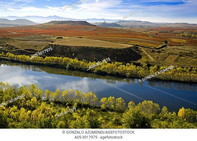 Ebro river as it passes through San Vicente of the Sonsierra. In the background Briones. La Rioja. Spain