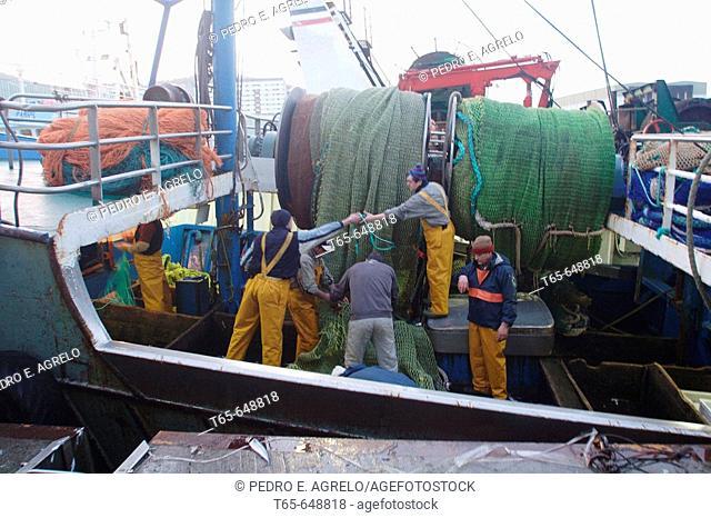 Fishermen working at port, Burela. Lugo province, Galicia, Spain