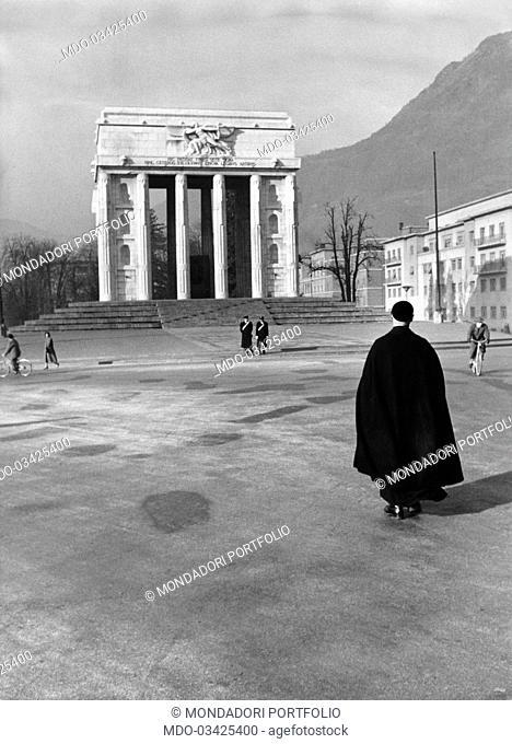 Some inhabitants of Bolzano walking in Piazza della Vittoria. Bolzano, December 1954