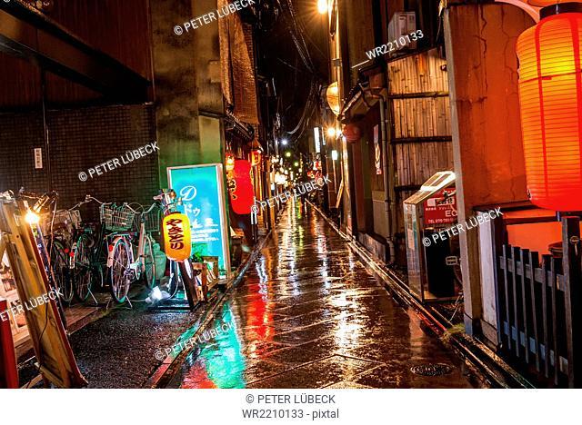 Alleyway in the rain in downtown Kyoto, Japan