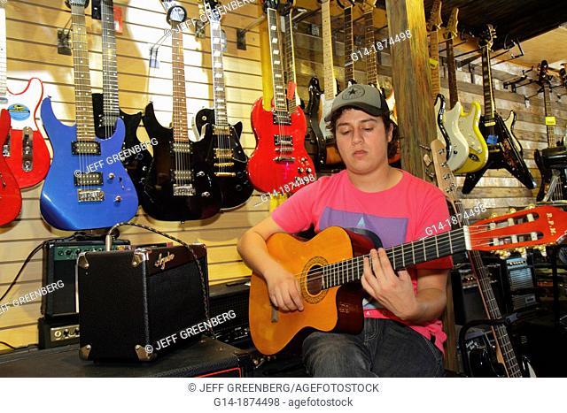 Chile, Santiago, Providencia, Avenida Libertador Bernardo O'Higgins, La Alameda, business, shopping, musical instruments, store, guitar, electric, acoustic, amp