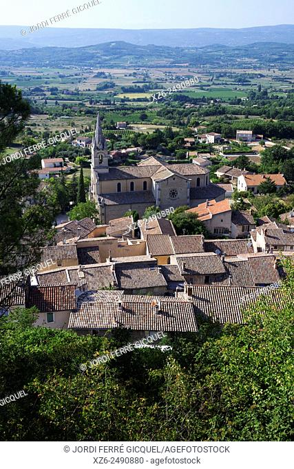 The town and the New Church, Bonnieux, Vaucluse, 84, Provence-Alpes-Côte d'Azur, France, Europe