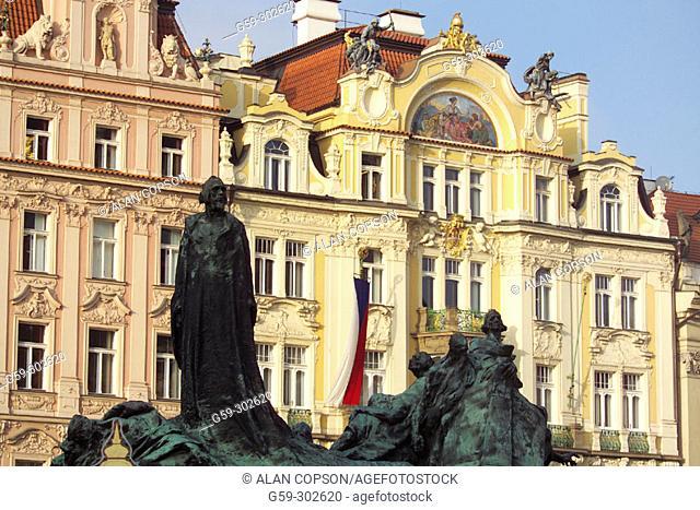 Jan Hus monument at Staromestské Namesti (Old Town Square). Prague. Czech Republic