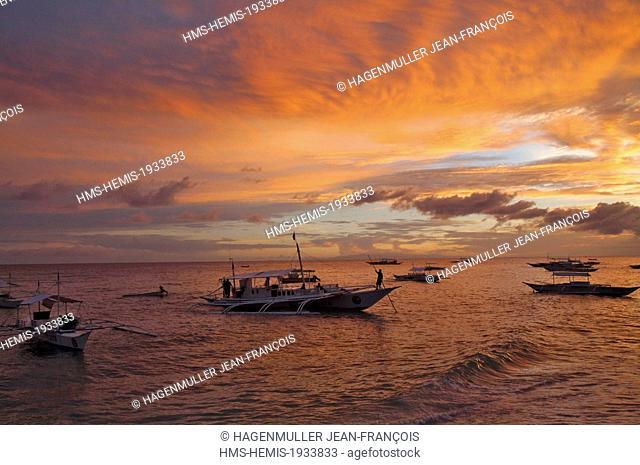 Philippines, Visayas, Cebu, Siquijor island, fishing boats at sunrise