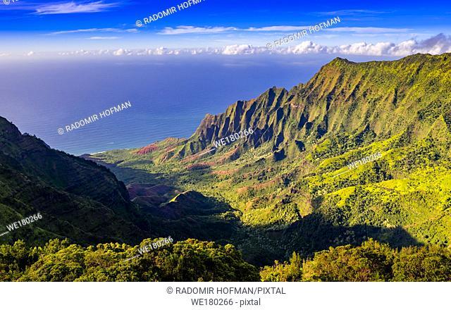 Kalalau Valley and Nā Pali coast, Kauai, Hawaii