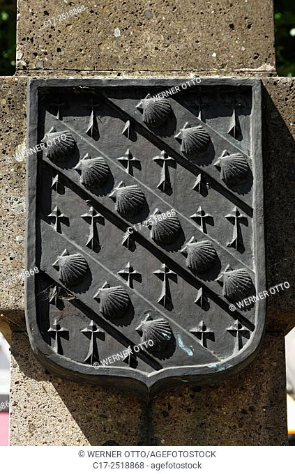 Germany, Viersen, Niers, Lower Rhine, Rhineland, North Rhine-Westphalia, NRW, tuff column at the Remigius Square, heraldic sign of Viersens twin town Lambersart
