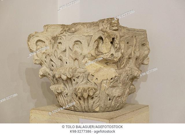 capitel corintio de la vivienda de Caius Lulius Silvanus, siglo III, Museo-Centro de Interpretación del parque arqueológico de Segóbriga, Saelices, Cuenca