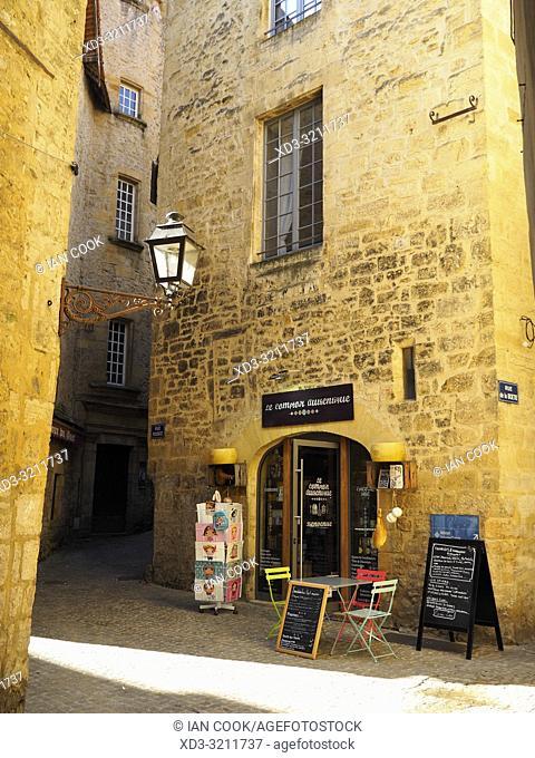 Rue Rousset, Sarlat-la-Caneda, Dordogne Department, Nouvelle-Aquitaine, France