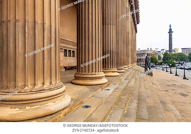 Columns of St George's Hall and Benjamin Disraeli Statue on the steps, . Liverpool, Merseyside, England