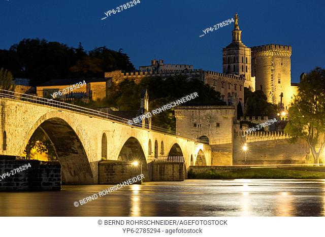 Pont d'Avignon, Papal palace (Palais des Papes) and cathedral Notre Dame at night, Avignon, France