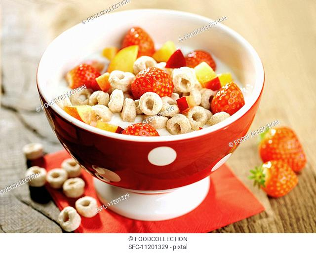 Cereal wholemeal spelt Loops and fruits with milk