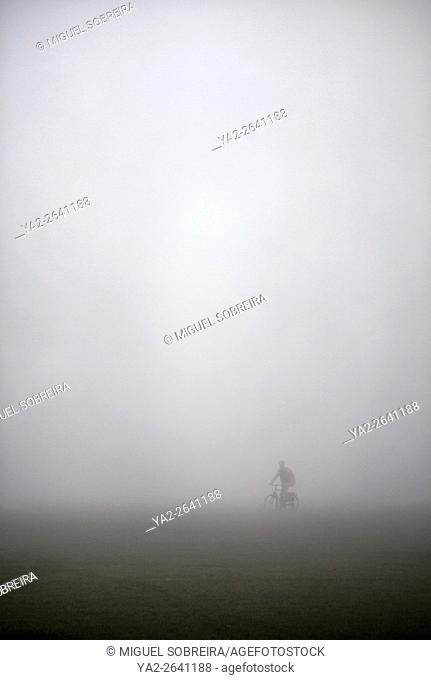 Figure Cycling in Fog