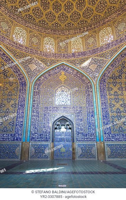 Sheikh Lotfollah mosque interior, Isfahan, Iran