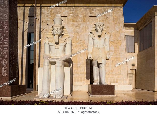 UAE, Dubai, Dubai Creek Area, Wafi City, Egyptian-themed development, Egyptian statues