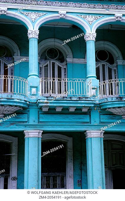 CUBA, HAVANA, STREET SCENE, PASEO DE MARTI, COLONIAL HOUSE, DETAIL