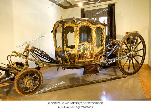 Carriage (berlina).  XVIIIth century. Baroque rococo style, from the Marqueses de San Adrián and Castelfuerte and placed in Palace Marqués de Huarte