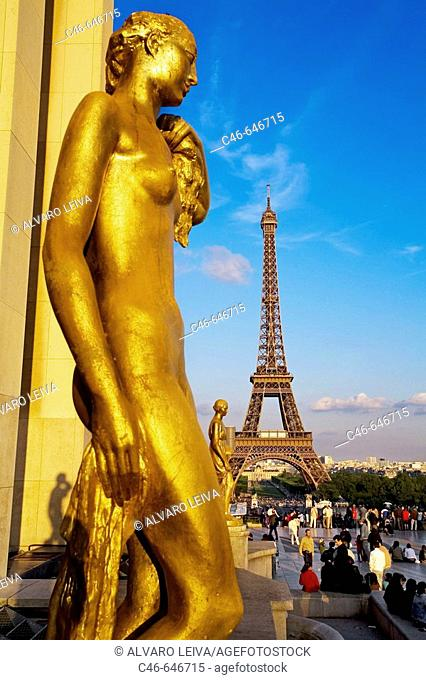 Eiffel tower, view from Palais Chaillot, Trocadéro, columns and statue, Paris. France