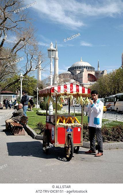 CORN SELLER & HAGHIA SOPHIA; SULTANAHMET, ISTANBUL, TURKEY; 04/04/2008