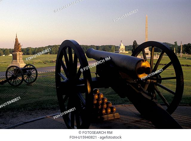 Gettysburg, cannon, civil war, battlefield, Gettysburg National Military Park, Pennsylvania, Cannons and monuments displayed at Gettysburg Nat'l Military Park...