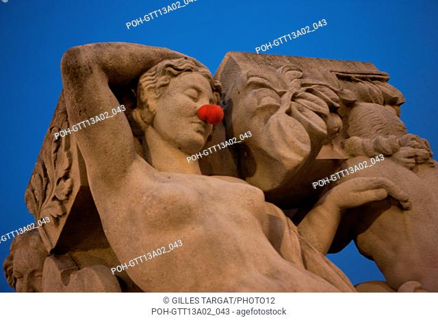 Sculpture, Jardins du Trocadero in Paris (16th arrondissement) December 2012 Photo Gilles Targat