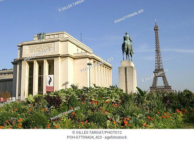 tourism, France, paris 16th arrondissement, palais de chaillot, eiffel tower, place foch, equestrian statue, garden, place du trocadero and 11 november Photo...