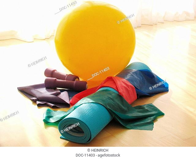 To improve Pilates - Excercise according to Joseph Pilates - figure through gentle Bodystyling - gymnastics mat accessories rubber ball short Free weight and...