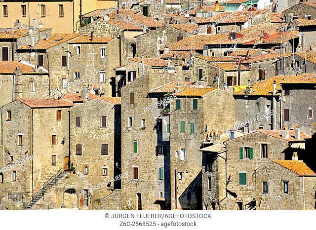 Pitigliano, narrow high built houses, built of tuff, Tuscany, Italy