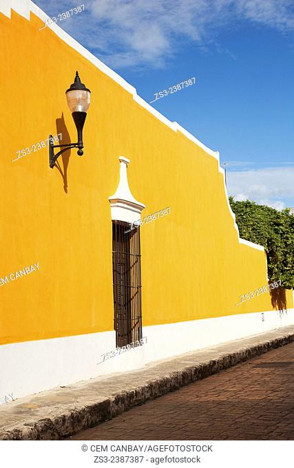 Yellow colonial building in the center of the town, Izamal, Yucatan, Yucatan Province, Mexico, Central America