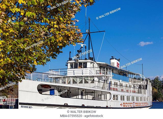 USA, New England, New Hampshire, Lakes Region, Center Harbor, The Mount Washington, Lake Winnipesaukee steamship, autumn
