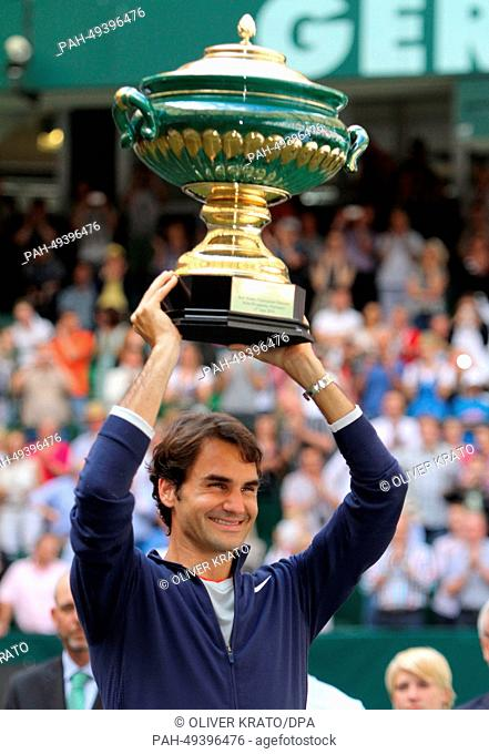 Swiss tennis player Roger Federer holds the cup after winning the final match against Colombia's Alejandro Falla at the ATP tournament in Halle (Westphalia)